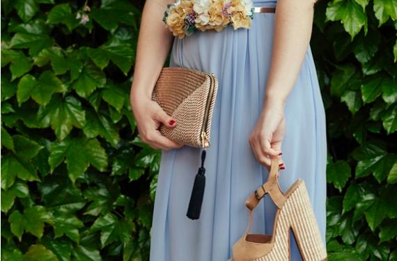 Outfit para invitadas, por 15 colgadas de una percha