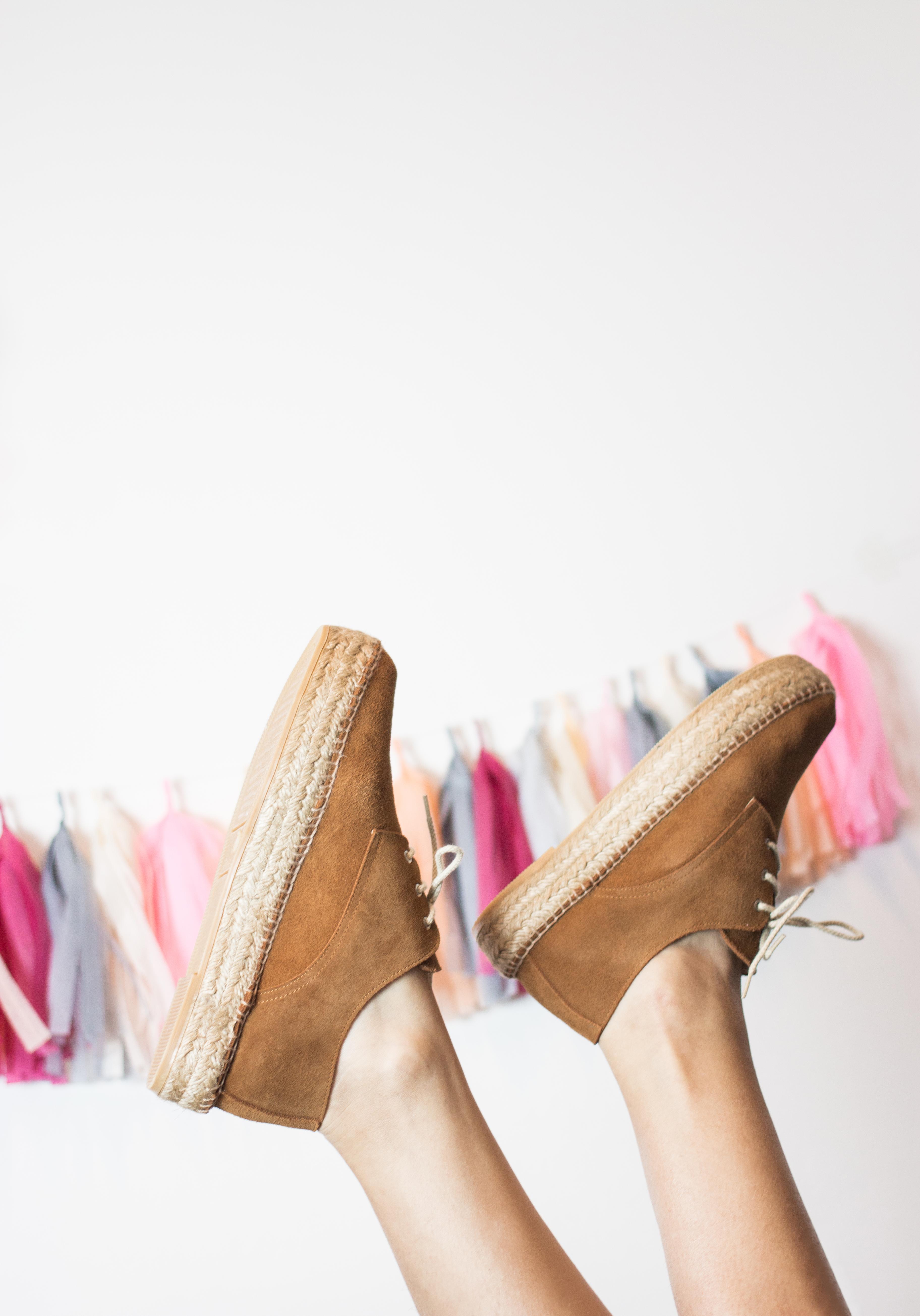 Decoración: @madewithlof Cupcakes: @smilingcompany Zapatos de la Nueva Colección Primavera Verano 2017 Un Paso Más