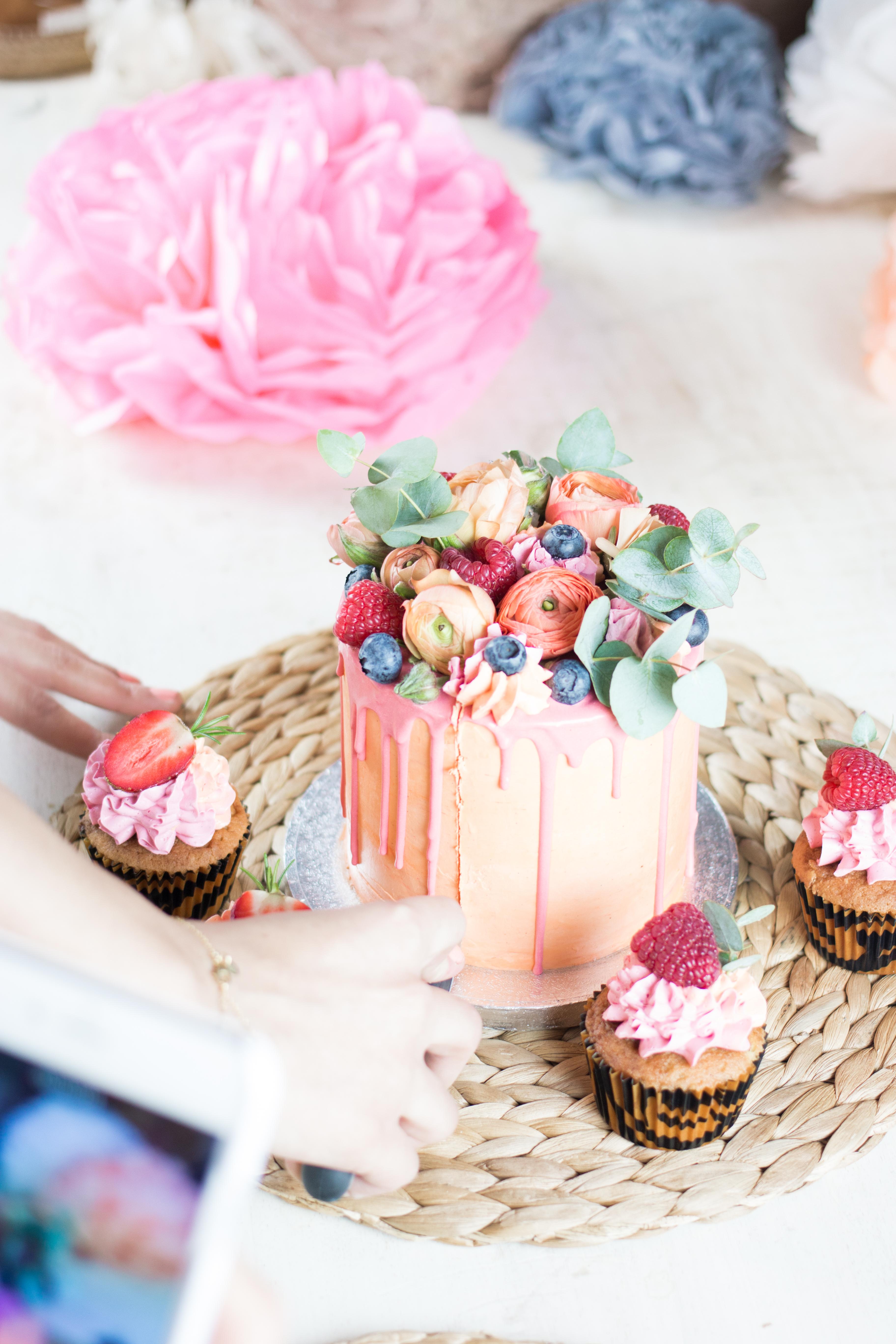 Decoración: @madewithlof Cupcakes: @smilingcompany