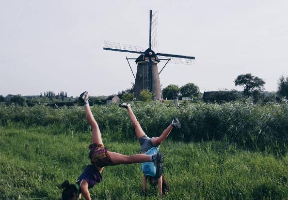 Volar es liberar la mente de miedos, romper horizontes infranqueables, llegar donde jamás nadie ha llegado, descubrir la esencia que el mundo esconde. Volar es hacer realidad lo que deseas. No se trata de observar el mundo, consiste en la mágia de crear el nuestro. Volar a Holanda y volver a ser molinos 🌎